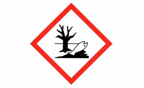 Ноябрь 2005 года. По оценкам в радиусе 50 миль (80 км) 100 тонн токсичных химических веществ были сброшены в воды реки Сунхуа после серии взрывов, произошедших на химическом заводе на Северо-востоке Китая, в провинции Цзилинь. (Torsten Henning/Wikipedia / Wikipedia)