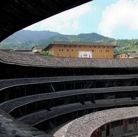 Внутри находится 72-ступенчатая лестница, предназначенная для одной семьи. Фото: Xiao Yue