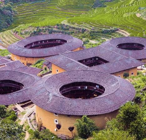 Глиняные жилища ханьцев с каждым днём становятся всё более известными. В 2008 году три здания стали частью мирового культурного наследия ЮНЕСКО. Фото: Xiao Yue