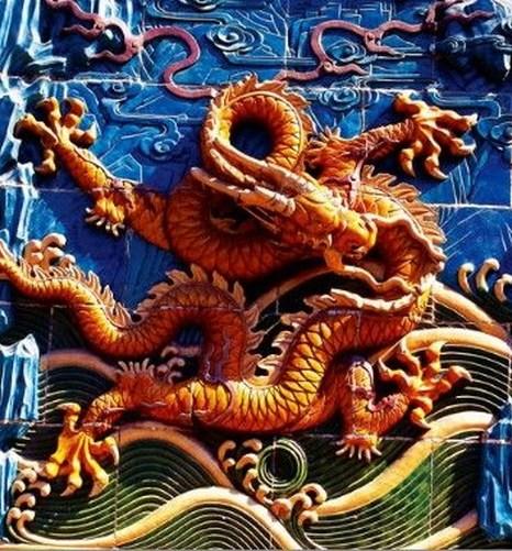 Как правило, дракон изображается в жёлтом цвете, который считается благородным, поэтому одежда императоров также была жёлтого цвета. Скриншот