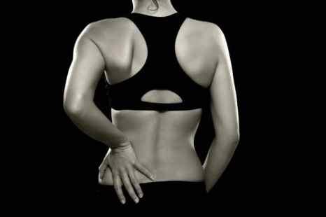 Боли в пояснице могут быть симптомом хронического стресса. Фото: KATRINAELENA/PHOTOS.COM