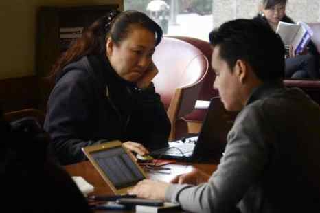 Посетители интернет-клуба, Пекин, 2 ноября 2012 года. Недавно был арестован китайский блогер за сообщение, в котором говорилось о принудительном извлечении органов в провинции Шаньси. Фото: Wang Zhao/AFP/Getty Images