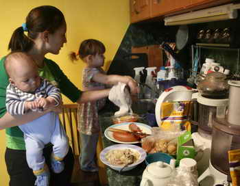 Материнский капитал продлевать не будут. Фото: EKATERINA CHADINA/AFP/Getty Images