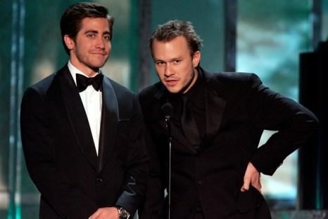 Актеры Джейк Джилленхол и Хит Леджер выступают перед публикой на церемонии вручения «Оскара» в Лос-Анджелесе, Калифорния. Фото: Kevin Winter/Getty Images