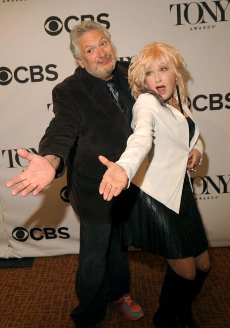 Харви Фирштейн и Синди Лаупер на пресс-приёме в Нью-Йорке. Фото: Brad Barket/Getty Images for Tony Awards Productions