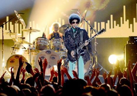 Принс на церемонии Billboard Music Awards 2013 в Лас-Вегасе 19 мая 2013 года. Фото: Ethan Miller/Getty Images