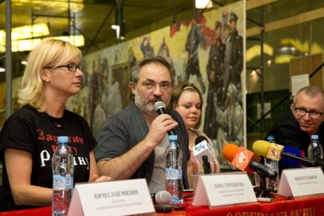 Выставка «Родина» открылась в Новосибирске. Выступление Марата Гельмана на пресс-конференции. Фото: Сергей КУЗЬМИН / Великая Эпоха (The Epoch Times)