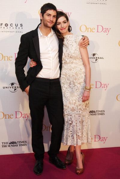«Один день». Энн Хэтэуэй и Джим Стёрджесс на европейской премьере фильма «Один день» в Лондоне, Англия. Фото: Fergus McDonald/Getty Images