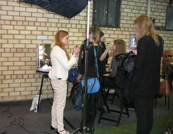 Andele mandele Grand. На месте мероприятия желающим опытные визажисты предлагали сделать макияж. Фото: Эдите Класоне/Великая Эпоха