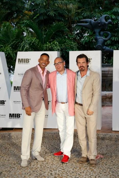 «Люди в чёрном 3». Актёр Уилл Смит, режиссёр Барри Зонненфельд и актёр Джош Бролин на фотосесии фильма «Люди в чёрном 3» в Мексике. Фото: Matt Dames/Sony via Getty Images