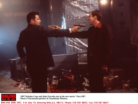 Джон Траволта и Николас Кейдж в фильме «Без лица». 1997 год. Фото: Getty Images