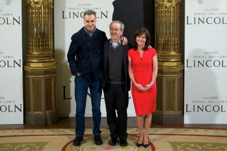 «Линкольн». Дэниэл Дэй-Льюис, Стивен Спилберг и Салли Филд на фотосесси в Мадриде, Испания. Фото: Carlos Alvarez/Getty Images