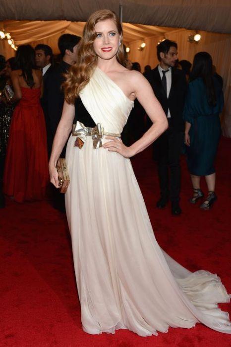 «Идеи для платья к выпускному от кинозвезд». Эми Адамс. Фото: GABRIEL BOUYS/AFP/Getty Images