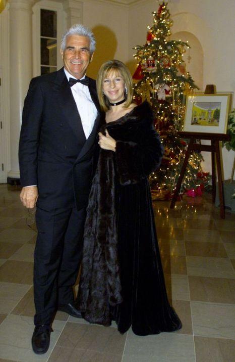 Барбра Стрейзанд c супругом Джеймсом Бролином в Белом Доме. Фото: Mark Wilson/Newsmakers
