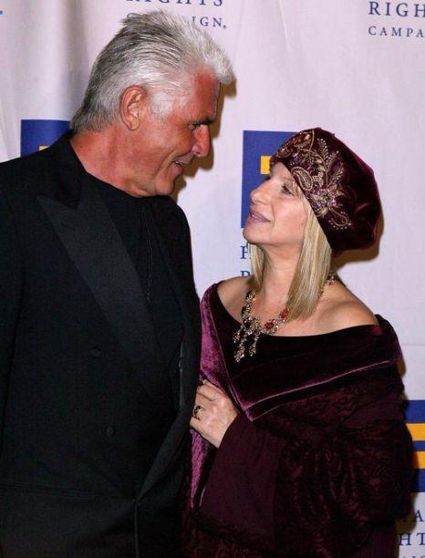 Барбра Стрейзанд c супругом Джеймсом Бролином. 2004 год. Фото: Frazer Harrison/Getty Images