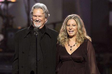 Певец Крис Кристоферсон и Барбра Стрейзанд на 53-й церемонии вручения призов «Грэмми». 2011 год. Фото: Kevin Winter/Getty Images