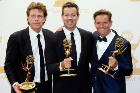 (Cлева направо) Джон де Мол, Карсон Дейли и Марк Бернетт на 65-й ежегодной церемонии вручения наград «Эмми» 22 сентября 2013 года в Лос-Анджелесе, штат Калифорния. Фото: Kevork Djansezian/Getty Images