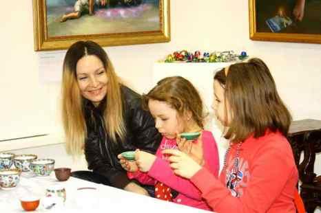 На церемонии чаепития в выставочном зале «Варшавка», г. Москва. Фото: Ульяна КИМ/Великая Эпоха (The Epoch Times)