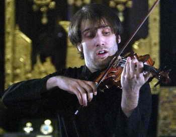 Дмитрий Коган сыграет в Красноярске на скрипках великих мастеров. Фото: YURI KADOBNOV/AFP/Getty Images