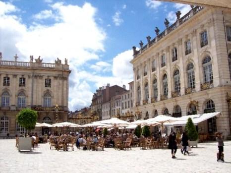 Площадь Станислава по праву считается одной из красивейших дворцовых площадей Европы. Фото: Susan James
