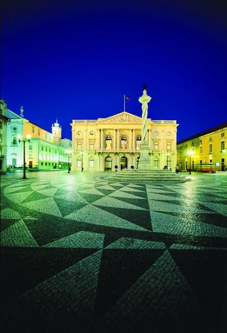 Обзор площади и здания городского совета в Лиссабоне под широким углом. Фото: Jose Manuel/Turismo de Portugal