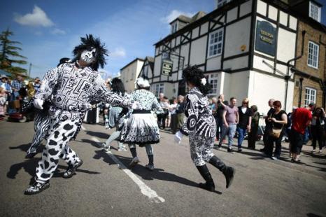 Праздник сыра отметили в Англии традиционным катанием. Фото: Peter Macdiarmid/Getty Images
