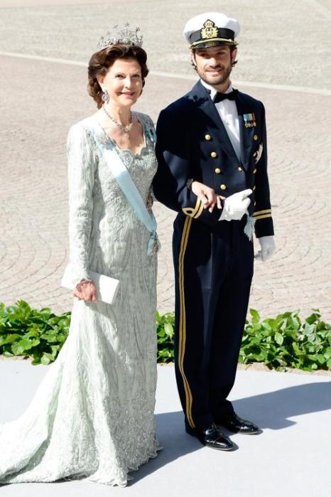 Королева Швеции Сильвия и её сын принц Карл Филипп на свадьбе принцессы Мадлен и Кристофера ОНила в Швеции. Фото: Pascal Le Segretain/Getty Images