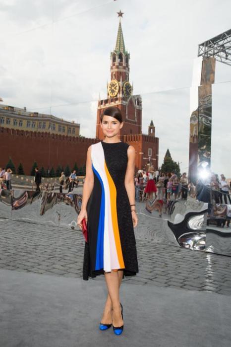 Мирослава Дума посетила закрытый показ Christian Dior на Красной площади в Москве 9 июля 2013 года. Фото: Victor Boyko/GettyImages for Dior
