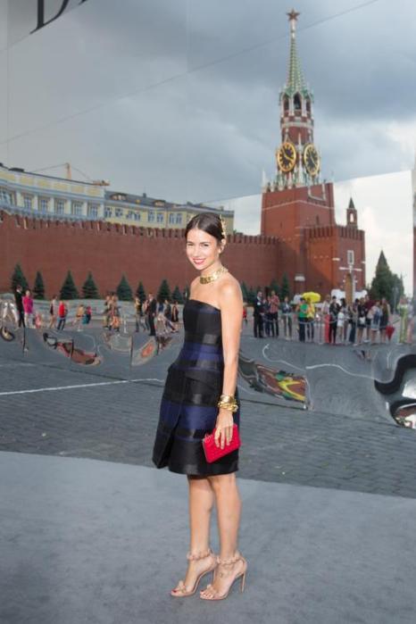 Дизайнер Наталья Гольденберг посетила закрытый показ Christian Dior на Красной площади в Москве 9 июля 2013 года. Фото: Victor Boyko/GettyImages for Dior