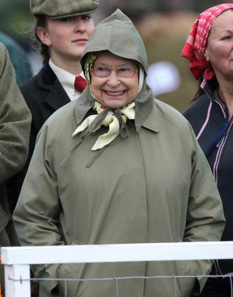 Королева Елизавета II и герцогиня Камилла посетили королевский скачки в Винздоре. Фото: Danny E. Martindale/Getty Images