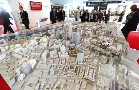 Масштабная модель города Лондона на инвестиционной выставке MIPIM-2013. Фото:  VALERY HACHE/AFP/Getty Images
