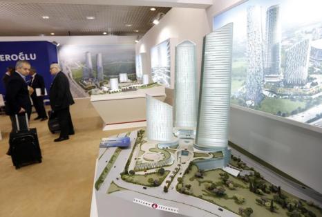 Модель от Стамбула на инвестиционной выставке MIPIM-2013. Фото:  VALERY HACHE/AFP/Getty Images