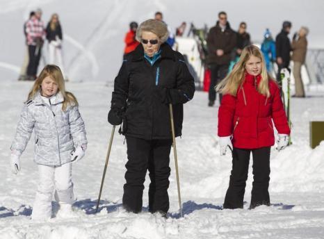 Королевская семья Нидерландов на горнолыжном курорте. Фото: Michel Porro/Getty Images
