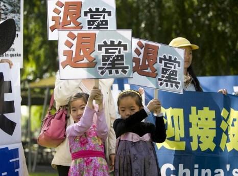 Юные волонтёры. Митинг поддержки в Сан-Габриэль. Фото: Ji Yuan/The Epoch Times