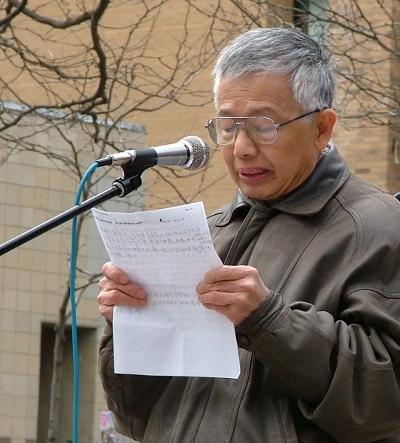Господин Ли: «Лучший способ избавиться от компартии – чтение «Девяти комментариев». Фото: Cheng Xin/The Epoch Times