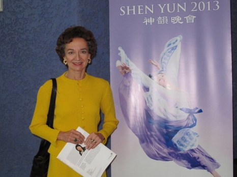 Сьюзан Вейднер побывала 3 марта на шоу Shen Yun Performing Arts в театре «Икеда» в Центре искусств города Меса. Фото: Yaning Liu/The Epoch Times