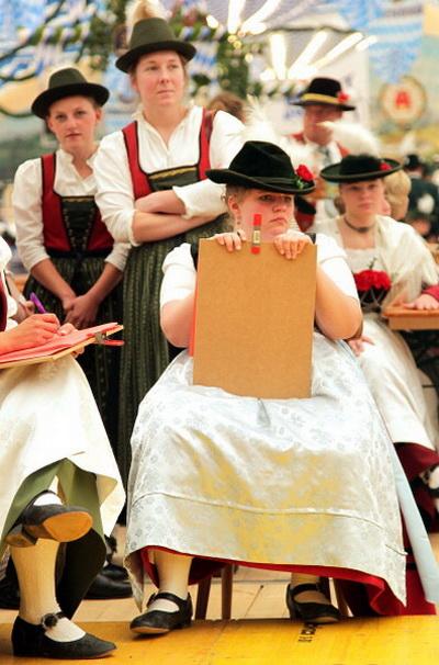 Фоторепортаж о конкурсе баварского танца в Германии. Фото: Johannes Simon/Getty Images