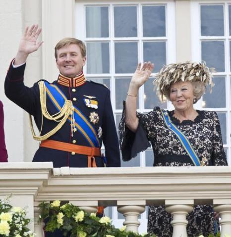 Принц Виллем-Александр и его мать королева Беатрикс. Фото: Michel Porro/Getty Images