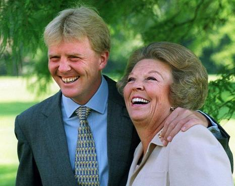 Принц Виллем-Александр и его мать королева Беатрикс. Фото: ED OUDENAARDEN/AFP/Getty Images