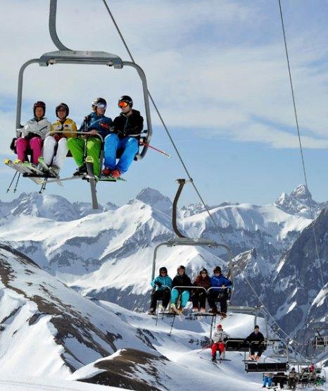 Оберстдорф - один из лучших альпийских курортов, расположен на юго-западе Баварии, Германия. Фото: STEFAN PUCHNER/AFP/GettyImages