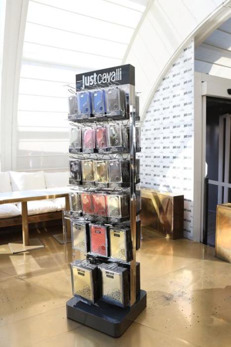 Легендарный итальянский дизайнер Роберто Кавалли создал авторскую коллекцию чехлов для мобильных устройств Just Cavalli. Новинки были представлены в Милане 3 сентября 2013 года. Фото: Vincenzo Lombardo/Getty Images for Puro