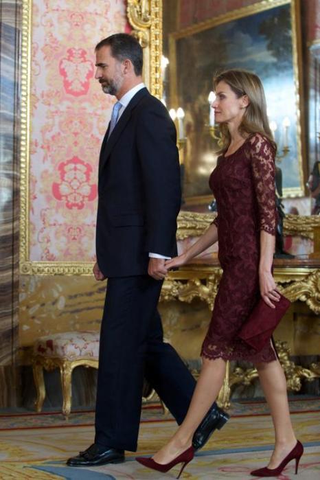Принц Филипе с супругой, принцессой Летицией, 12 октября 2013 года на приёме во дворце Зарзуэла по случаю празднования Национального дня Испании. Фото: Carlos Alvarez/Getty Images