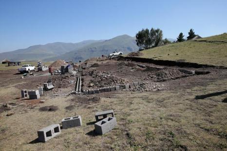 Закладка новой школы в Лесото, основанной фондом принца Гарри, 26 февраля 2013 года. Фото: Chris Jackson - WPA Pool /Getty Images