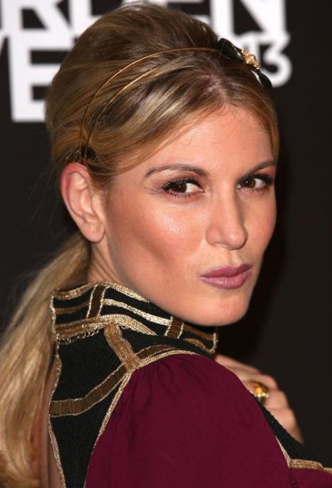 Модель, актриса и телеведущая Хофит Голан. Модные причёски июля продемонстрировали знаменитости на ярких мероприятиях июля 2013 года. Фото: Tim P. Whitby/Getty Images
