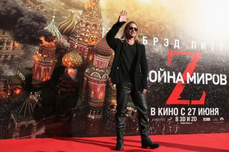 Брэд Питт прибыл в Москву на премьеру фильма Война миров Z»« в рамках московского международного кинофестиваля.  Фото: Oleg Nikishin/Getty Images for Artefact