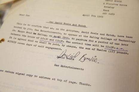 Контракт Дэвида Боуи на выступление в Колледже искусств Иллинга 29 апреля 1969 года. Фото: Oli Scarff/Getty Images