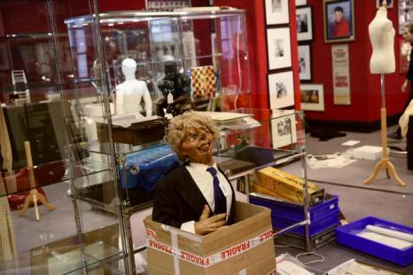 Аукцион Bonhams проводит «Памятные продаж сферы развлечений» в Лондоне. Фото: Oli Scarff/Getty Images