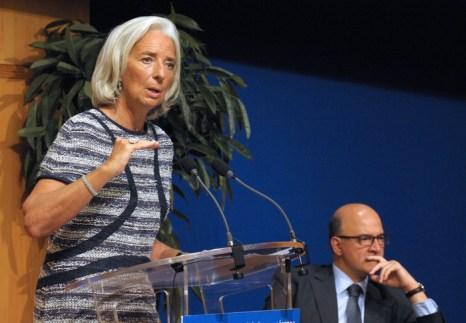 Директор-распорядитель Международного валютного фонда (МВФ) Кристин Лагард (слева). Рост мировой экономики: МВФ понижает прогноз в четвёртый раз. Фото: ERIC PIERMONT/AFP/Getty Images