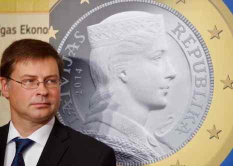 С нового года Латвия переходит на евро. Фото: ILMARS ZNOTINS/AFP/Getty Images