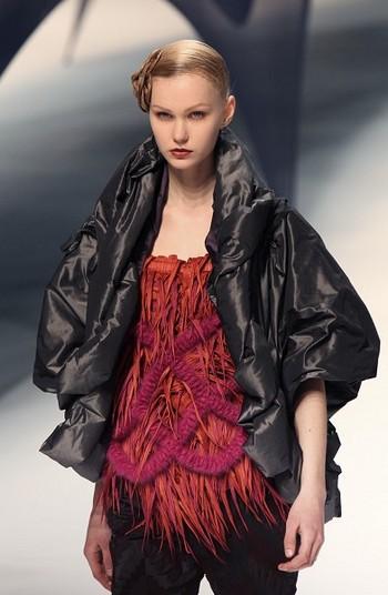 Коллекция от японского дизайнера Issey Miyake на Неделе моды в Париже. Фото: Gettyy Imges